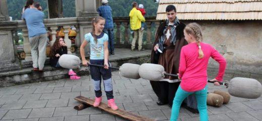 Deň v stredoveku na Oravskom hrade, Ruky rezbára na Oravskej lesnej železnici